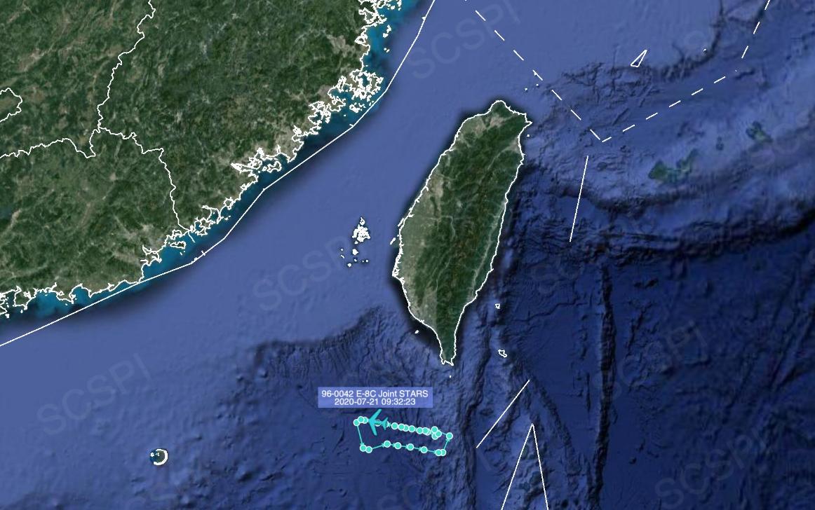 这艘双星航空母舰离开侦察机,美国军用E/8C飞机暴露在南海上空,窥探南中国海。