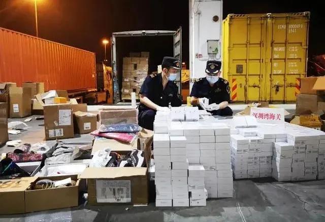 深圳警方查处古驰和耐克假冒伪劣大品牌价值约400000元