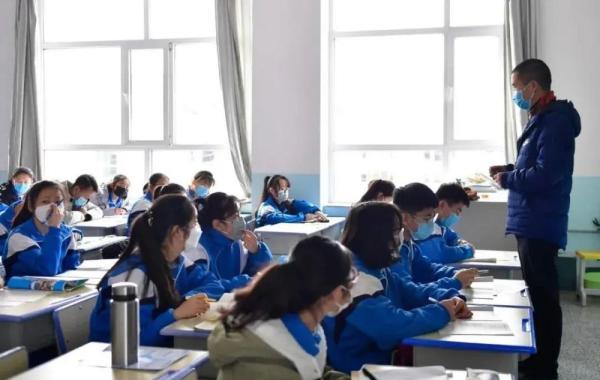 """安徽省人大代表提出""""为中小学校配备空调"""",省教育厅答复说。"""