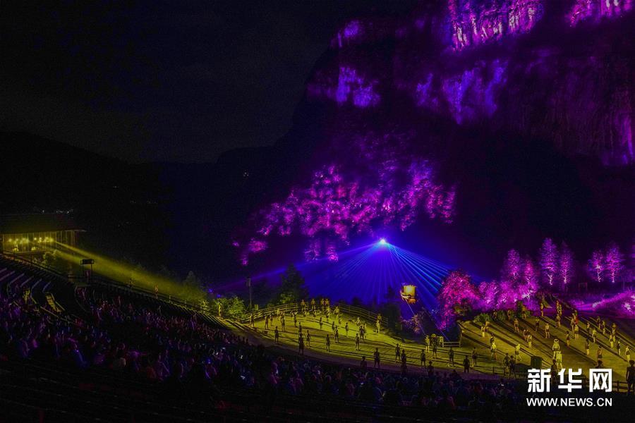 """重庆:重播的观众数量""""--""""印象五龙""""--稳步回升。"""