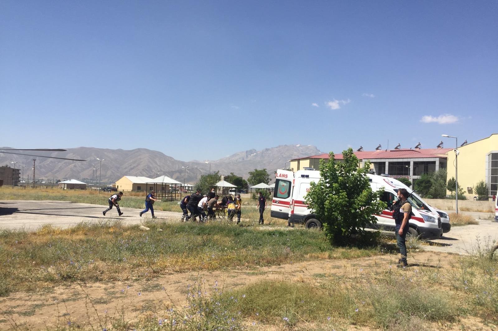 土耳其哈卡利省一辆小型客车坠落悬崖造成6人死亡1人受伤