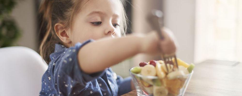婴儿在夏天应该少吃什么食物?要遵守这三条规则