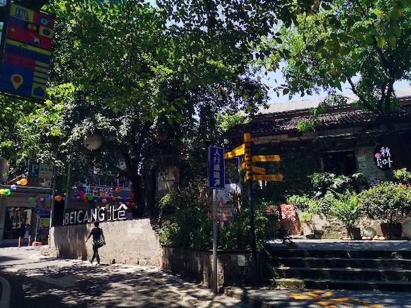 暑假期间,重庆的文创公园在高温下备受追捧