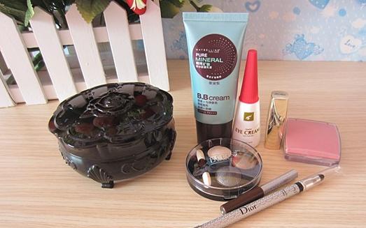 唇膏和眼线笔是卖不出去了,化妆品巨头将关闭 900 家商店
