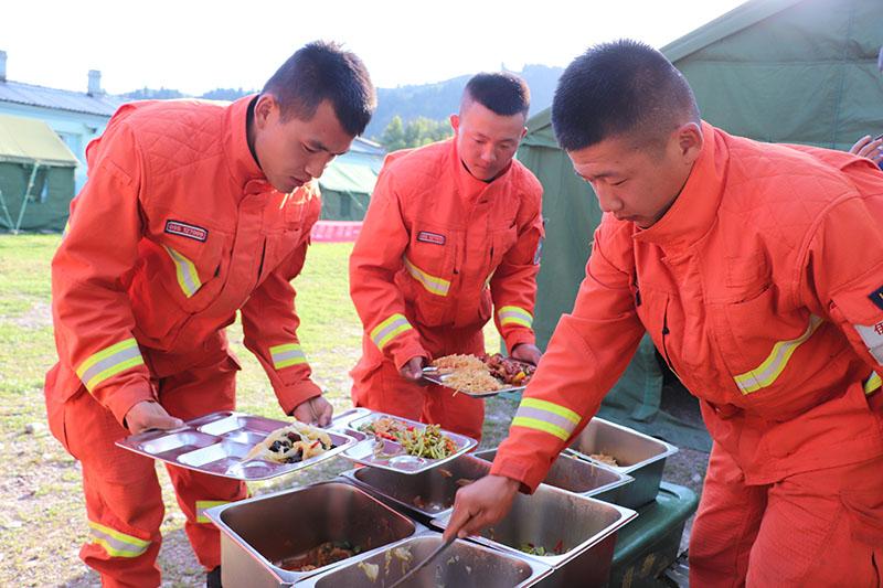 野战训练队要发挥战斗的力量,粮食保障之下也要努力前进!