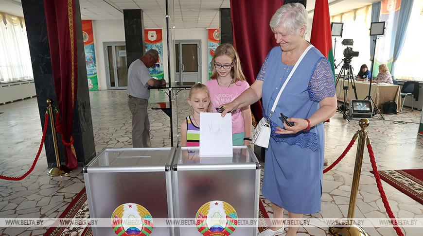 出口民调显示现任总统卢卡申科在白俄罗斯总统选举结束时获胜