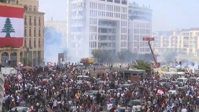 """矛盾:黎巴嫩反政府示威  抗议者""""接管""""外交部"""