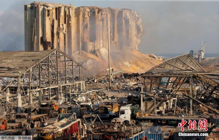 黎巴嫩消防员:没有人通知起火情况,救援工作因次推迟