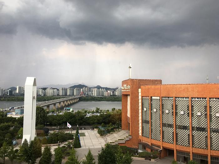 韩国单日新增病例连续两天破百 首尔京畿道创下新高。