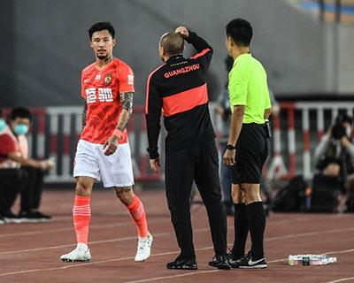 卡纳瓦罗:并不会因红牌和张琳芃沟通 队内有足够人选胜任其位置