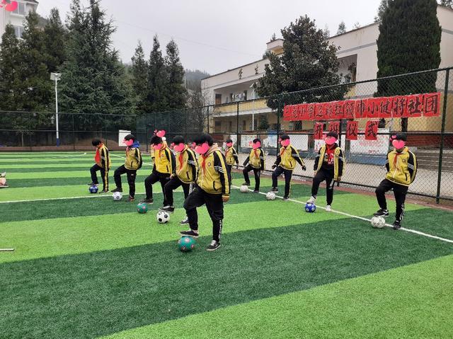 利用公益性足球场建设学生足球梦