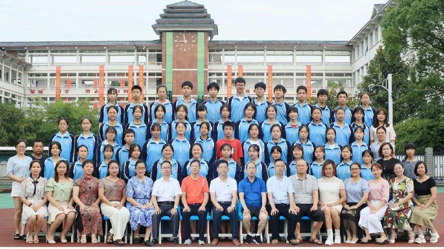 50名受助学生全部考入高中或师范学校