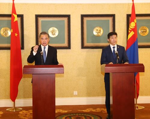 王毅同蒙古国外长恩赫泰旺举行会谈