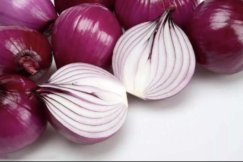 洋葱含有类黄酮物质,和蒜一起吃,