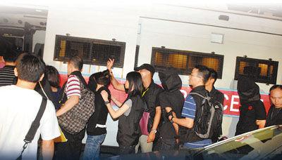 香港警方2小时破4毒案 21名未成年人被捕