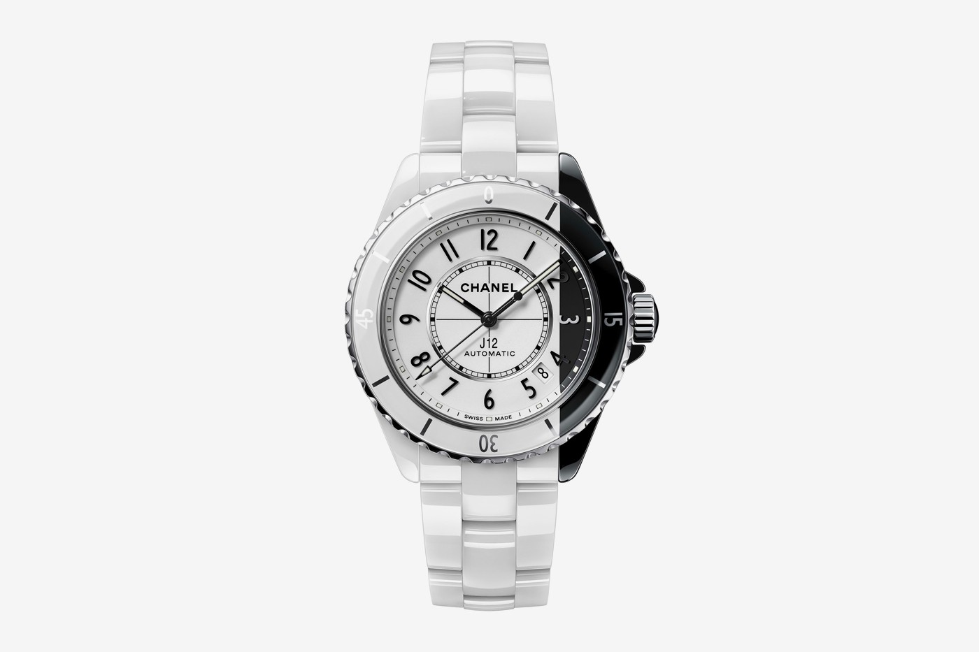 香奈儿推出不对称J12悖论手表