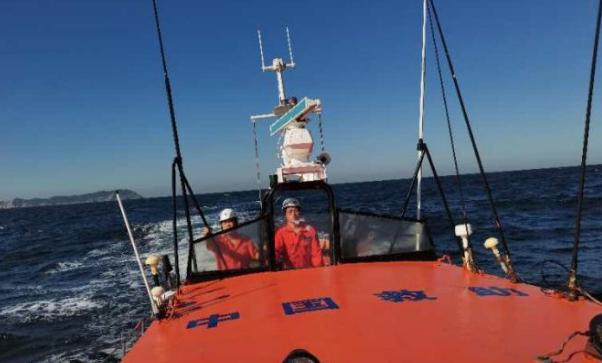 一艘渔船在大连海域沉没:十个人失踪,搜救还在继续