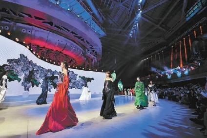 2020年北京时装周在首钢花园三高炉开幕