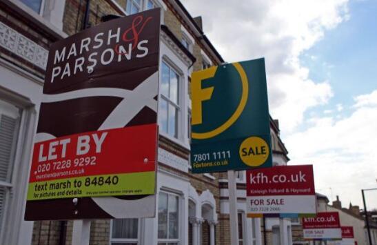 在英国,9月份大量住房的涌入推高了要价。