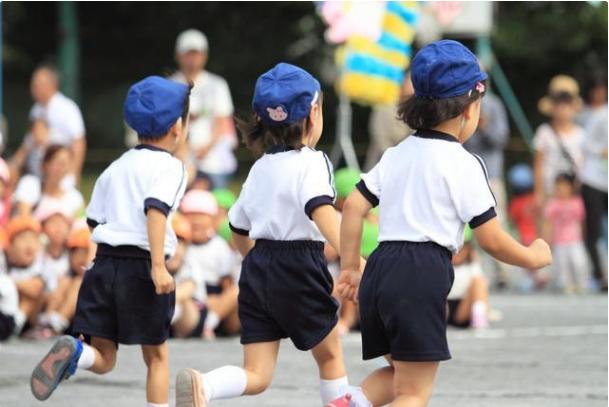 上公立还是私立幼儿园更好?上公立的优势,从二年级才凸显