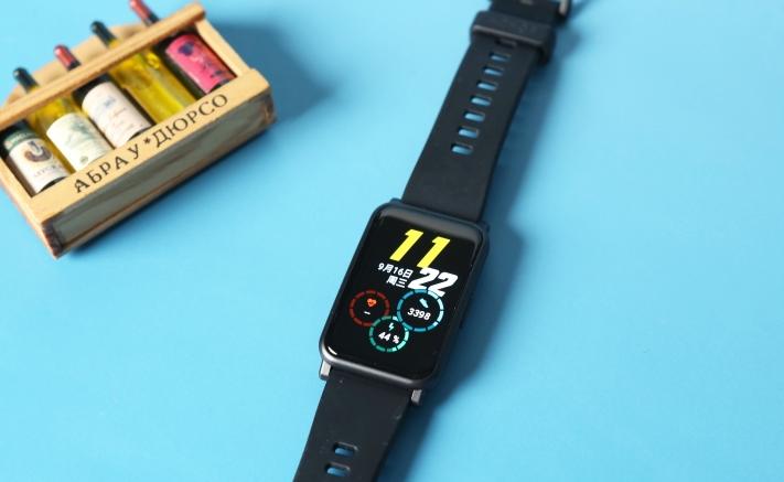 荣耀手表ES评测:旗下第一款方屏手表上线, 实惠好使