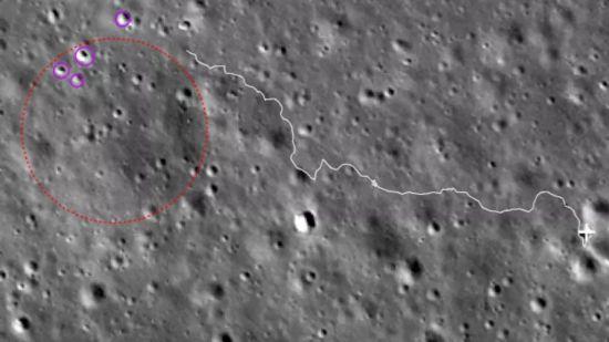 """嫦娥四号成功地唤醒了""""玉兔二号"""",并将航行到目标区去探测岩块。"""