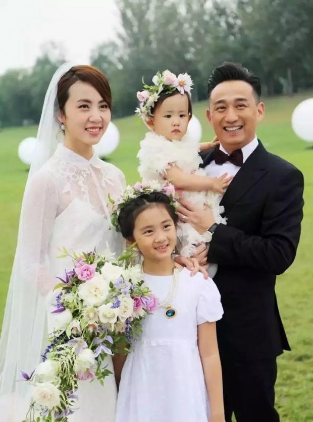 黄磊甜喊孙莉孙姑娘 ,自曝相爱30周年才再办婚礼
