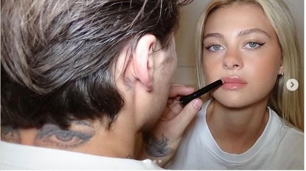 """这种甜蜜的方式你接受吗! 贝克汉姆大儿子将未婚妻的""""双眼""""纹在身上"""