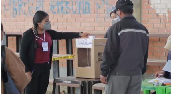 玻利维亚总统和议会选举730万选民选出新总统