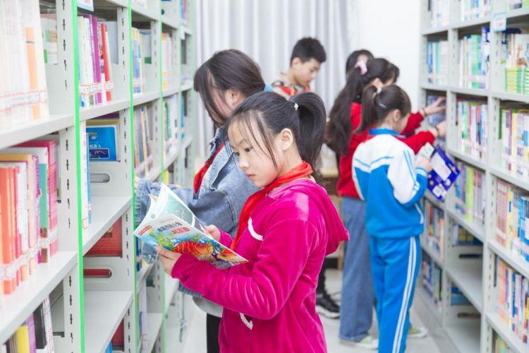 西安航空基地开展教育扶贫工作