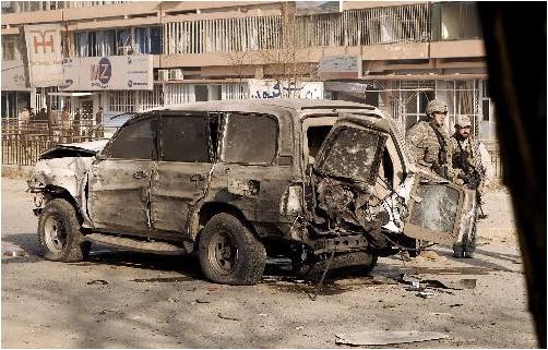 在阿富汗首都喀布尔发生的一起磁性地雷爆炸事件中,至少有三名平民受伤