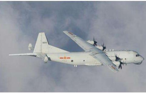 俄苏27型飞机在黑海领空拦截两架法国幻影-2000轰炸机