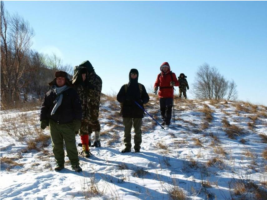 一家六口爬山被困 救援队连夜营救成功