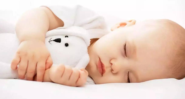 什么样的睡眠姿势有利于宝宝的发育?