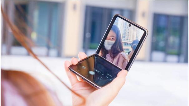凝聚时尚,再创经典,三星Galaxy Z Flip 5G开启全新折叠体验