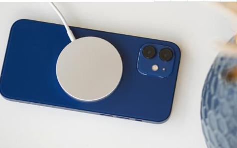 IPhone 12系列智能手机支持隐藏无线充电