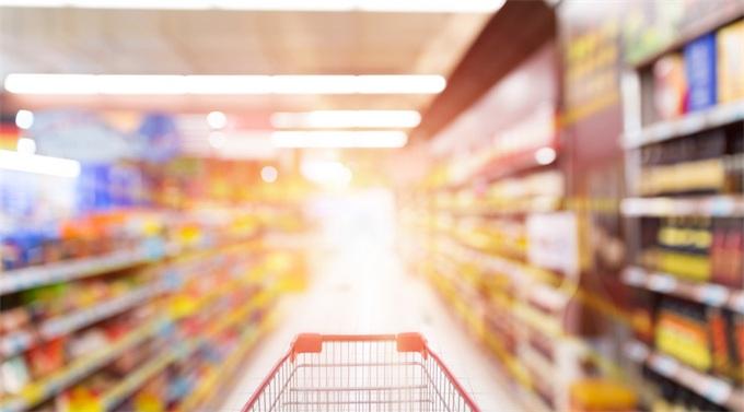 永辉超市回应工作人员脚踩冷冻鱼虾:全部下架销毁,严肃处理涉事员工