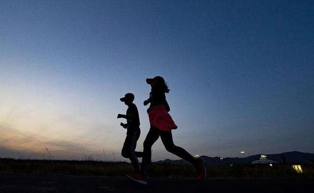 这样夜跑,才能预防运动性猝死