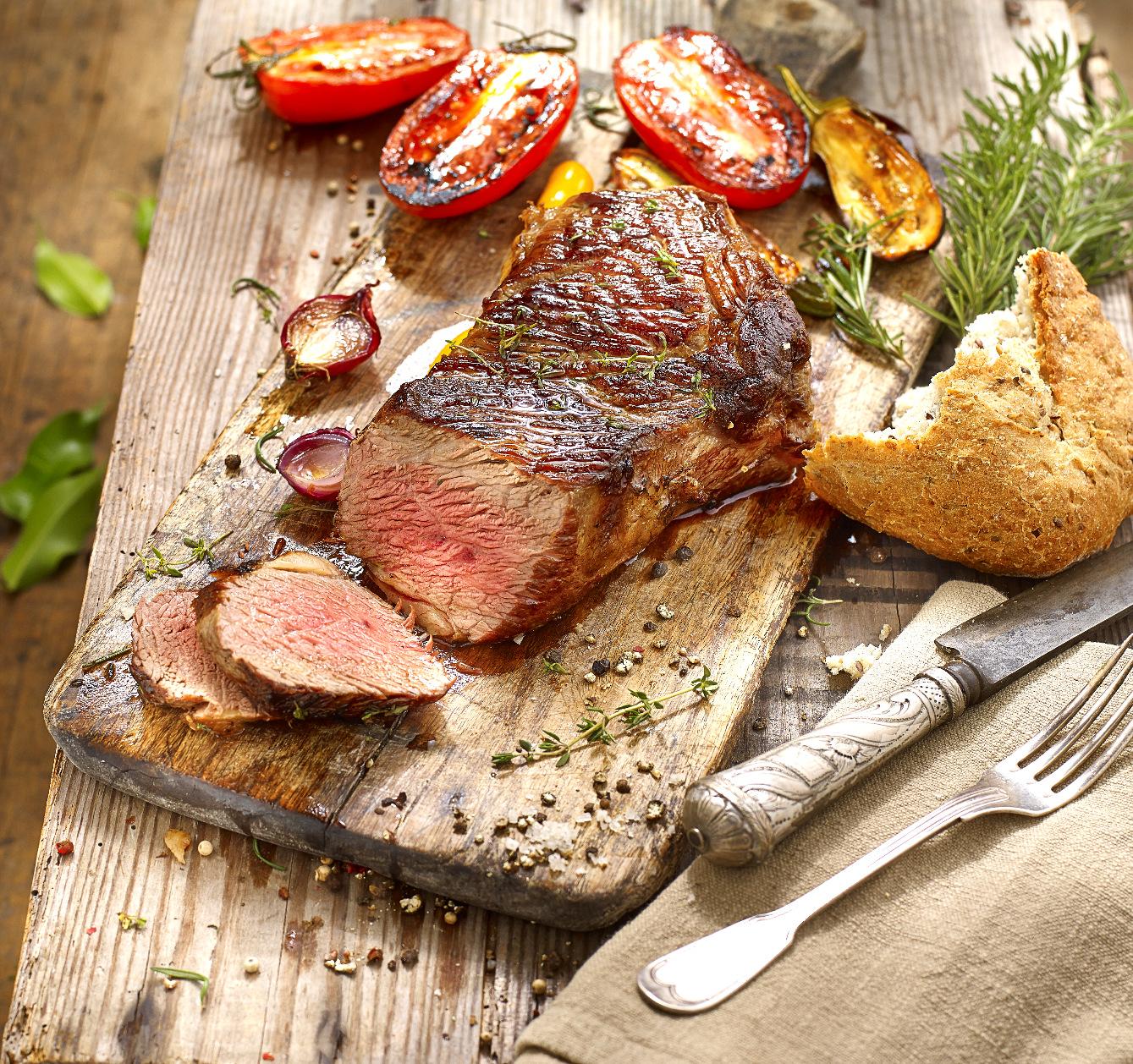 乌拉圭特色美食:烤肉、葡萄酒与乳制品