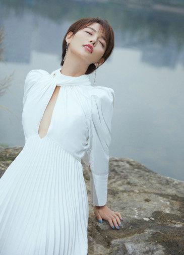 张嘉倪清新柔美大片公布 ,靓丽身姿气质,太美了