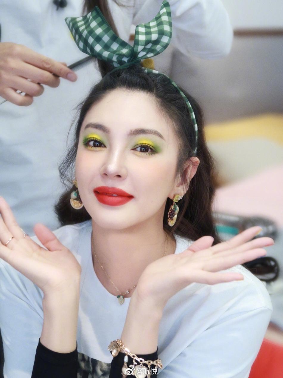 人间猕猴桃!张雨绮的黄绿色眼妆,特别有活力!