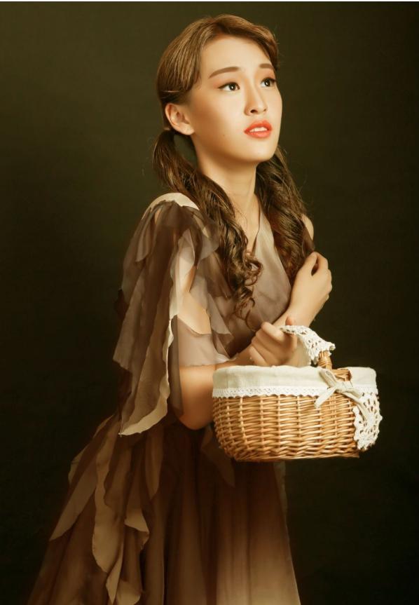 由隋晚弥主演的大型原创音乐剧《安徒生游记》正式上映