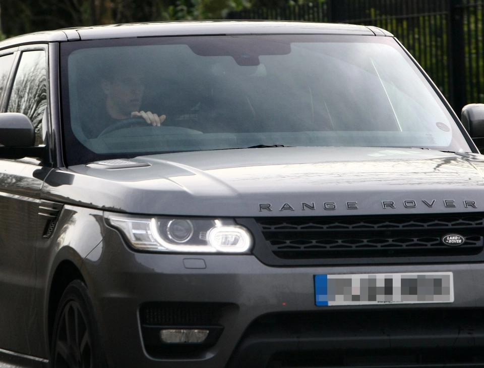 凯恩价值十万镑的路虎车被偷,所幸车内没留下个人物品