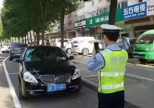 """北京交警鼓励群众""""随手拍"""",遏制交通违法行为"""