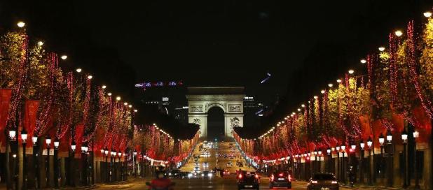 巴黎:香街点灯,比过年的盛景差不了多少