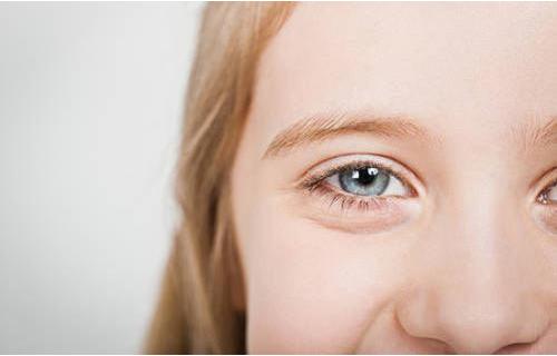 眼角发痒是什么原因?而且越擦越痒