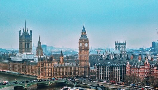 英国两大零售业巨头一天内倒闭