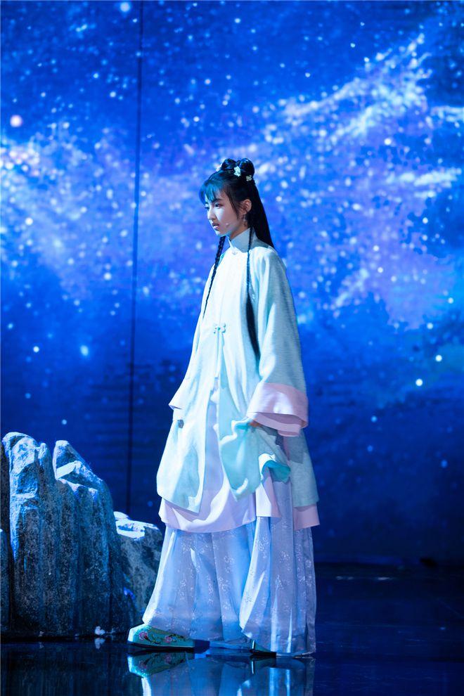 张子枫古装亮相《国家宝藏》演绎清代科学家王贞仪