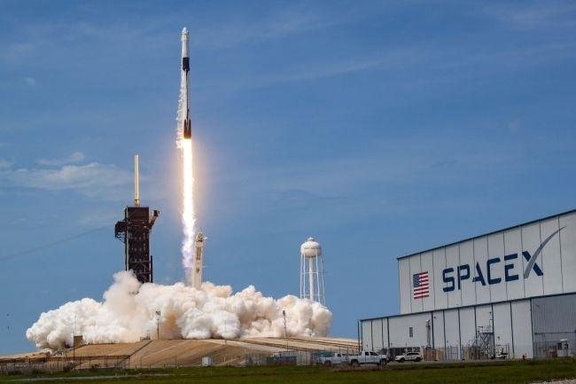 """第一次!SpaceX两艘""""龙""""飞船一同与空间站对接,为宇航员送去圣诞大礼"""