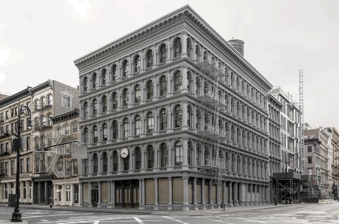 在纽约街头,他记录了建筑的神秘生活